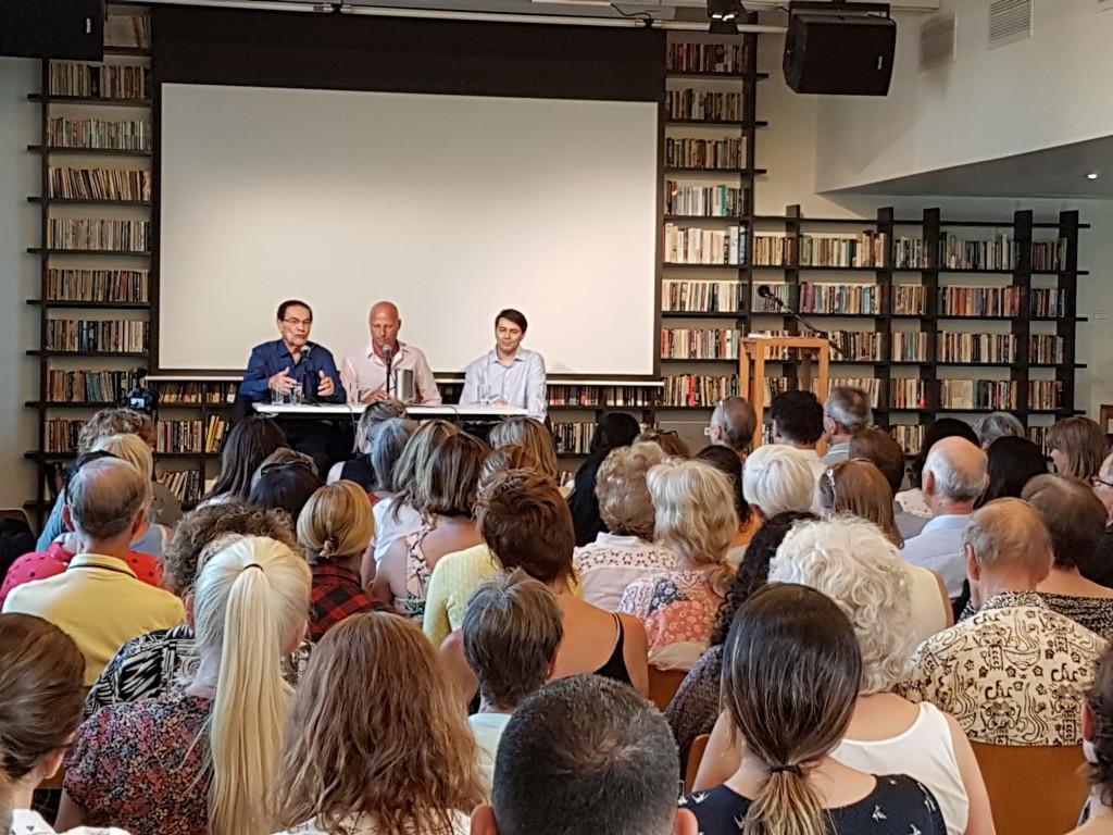 Foredrag var gratis og ble oversatt på norsk.
